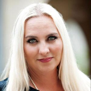 Julie-headshot-for-Empower-website